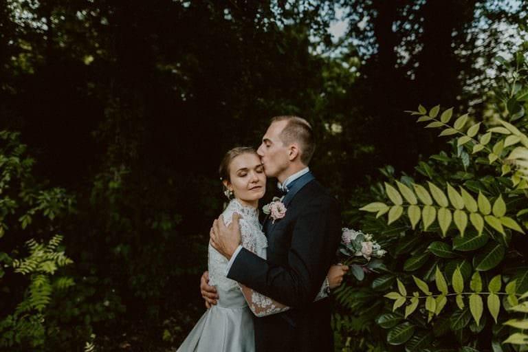 couple de mariés au château des Grotteaux