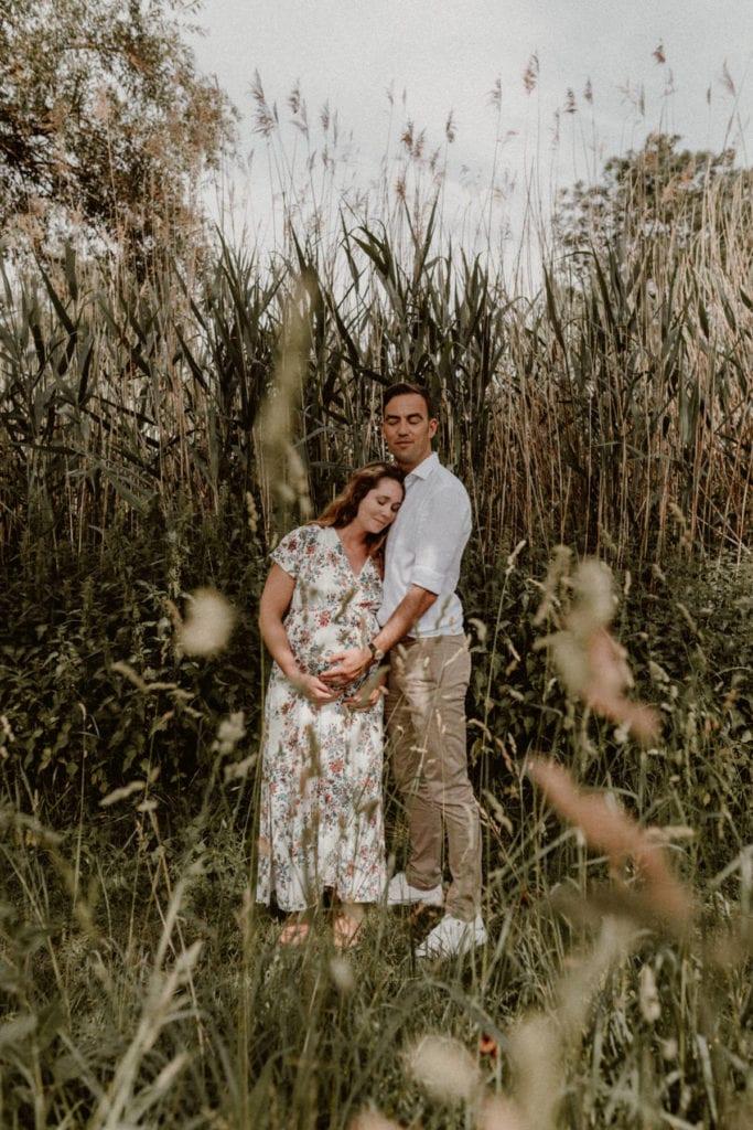 couple avec femme enceinte dans un jardin de metz