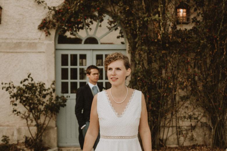mariée et marié devant le chateau de boucq