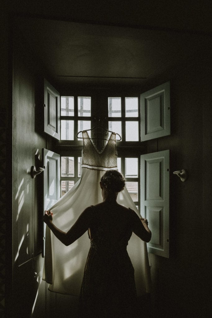 rode de mariée à contre jour au chateau de boucq