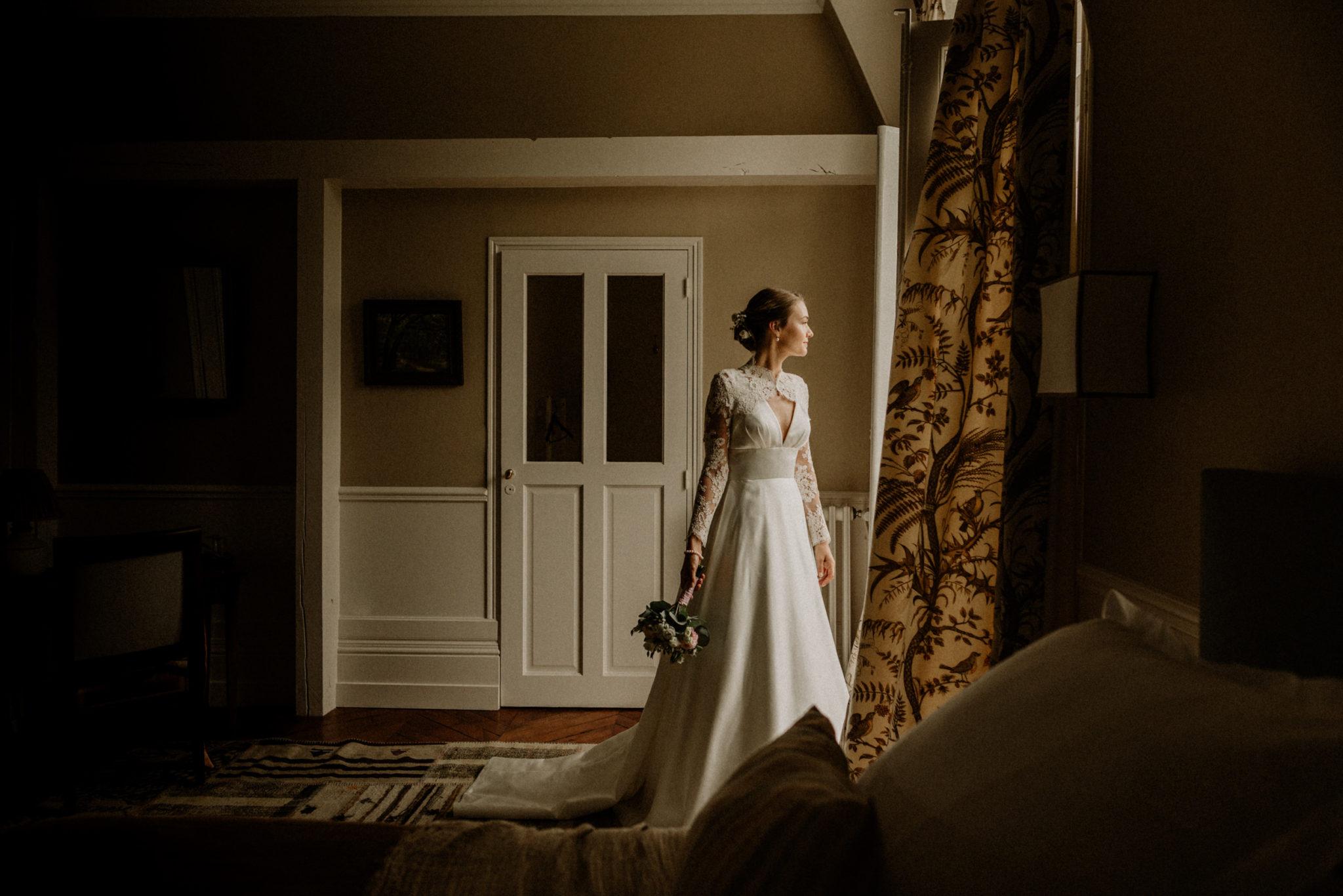 mariée devant la fenetre au château des Grotteaux de blois